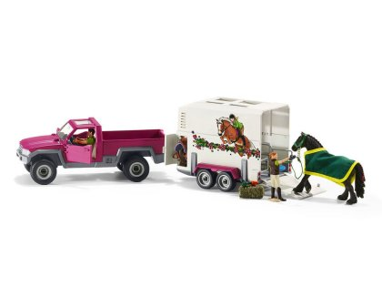 Vehicle: Pick Up with Horse Box
